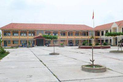 Đ/c Lê Văn Thanh – PCT UBND huyện kiểm tra các trường học trên địa bàn xã An Hòa chuẩn bị khai giảng năm học mới năm học 2017-2018.
